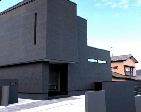 黒壁の家凹凸